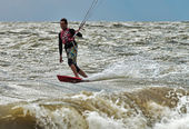 Windsurfing and kitesurfing on the Dolzhanka, Krasnodar region,  — Foto Stock