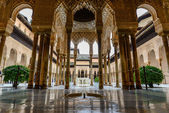 El Patio de los Leones en La Alhambra — Stock Photo