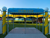 Vstupní žluté a modré šapitó cirkusu stan detail — Stock fotografie