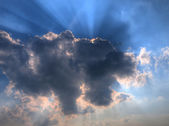 Sun rays from behind a summer cloud — Stock Photo