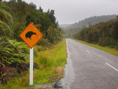 Kiwi Crossing Sign in Rain — Stock Photo