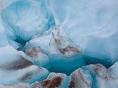 Detalhe de gelo azul num glaciar — Fotografia Stock