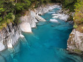 Beautiful Clear Blue Water at Haast Pass, New Zealand — Stock Photo