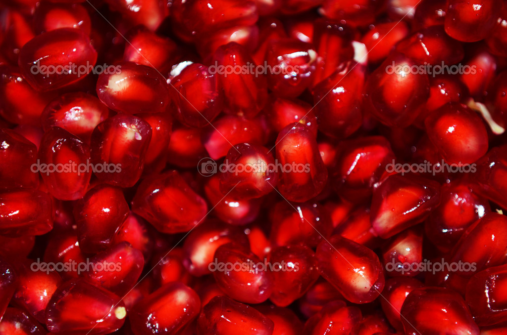 Macro of peeled ripe seeds pomegranate isolated — Stock Photo #14966539