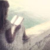 Grunge blurry woman reading — Stok fotoğraf