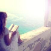 Blurry woman reading book — Stok fotoğraf