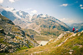 Family looking to Stein Glacier in Swiss Alps, Sustenpass — Stock Photo