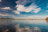 View to Pilatus, sailing boats and Zugsee from Zug, Central Switzerland — Стоковое фото
