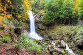 Giessbach vodopády na podzim poblíž Brienzu, berner Vysočiny, Švýcarsko — Stock fotografie