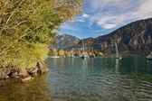 Yachts on the Lake Brienz in beautiful autumn weather, Bernese Highlands, Switzerland, HDR — Stock Photo