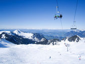 Skiers skiing in Klewenalp ski resort with view to Lucerne lake, Central Switzerland — Stock Photo