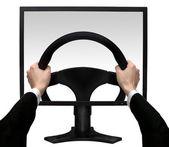 Handen op een stuurwiel in het scherm de monitor geïsoleerd witte achtergrond — Stockfoto