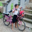 Little girl on a bicycle. Vang Vieng. Laos. — Foto Stock