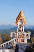 Na vrcholu chrámu tiger (wat tham suea) — Stock fotografie