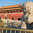 Lion Statue near Tienanmen Gate (The Gate of Heavenly Peace). Be — Stock Photo