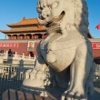 Lion Statue near Tienanmen Gate (The Gate of Heavenly Peace). Be — стоковое фото #39949999