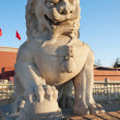 Lion Statue near Tienanmen Gate (The Gate of Heavenly Peace). Be — 图库照片
