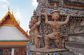 Statue of Giant at Wat Arun (Temple of Dawn) — Stockfoto