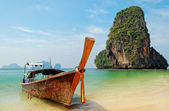 Traditional longtail boats on the Railay beach — ストック写真