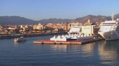 Výletní loď v přístavu palermo, sicílie. — Stock video