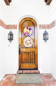 Door decorated with Mexican hats — Stock Photo