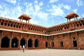Tourist inside the Red Fort  in New Delhi, India. — Stock Photo
