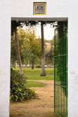 Gate in garden — Stock Photo