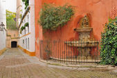 Fountain in Seville's old Jewish quarter — Stock Photo