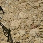 Streetlight on old stone wall — Stock Photo