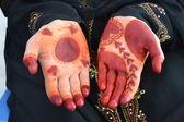 Kadının elleri kına dövmesi — Stok fotoğraf
