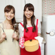 Japanese girls cooking in the kitchen - Stockfoto