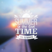 Summer time typography design on blurred sky background — 图库矢量图片