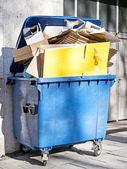 Modern garbage bin — Stock Photo