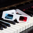 Piano keyboard with 3D glasses — Stock Photo