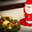 Christmas centerpiece with candle and bottle as Santa Claus — Stock fotografie