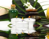 Accessoires voor spa met bloemen van jasmijn — Stockfoto