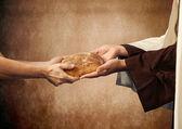 Jezus geeft het brood aan een bedelaar. — Stockfoto