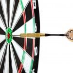 bulls eye doelstelling met dart — Stockfoto #38390875
