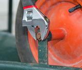 Replacing the tire of a wheelbarrow. — Stock Photo