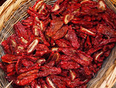 Dried chillies in the threshing basket — 图库照片