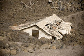Building after landslide — Stock Photo