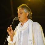 ������, ������: Andrea Bocelli performing opera