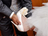 Father helps the bride. — Stock Photo