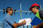 Engineer Showing Blueprint to Worker — Stock Photo
