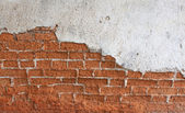 Oude rode bakstenen muur uiteengevallen — Stockfoto