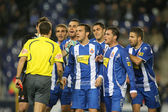 Group of Espanyol players speak with referee — Stock Photo
