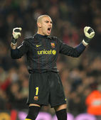 Victor Valdes of Barcelona celebrating a gol — Stock Photo