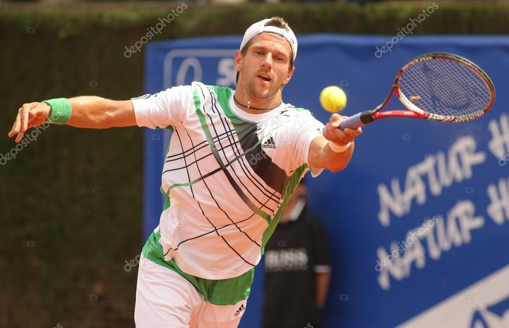 Austrian Jurgen Melzer in action during the second round match of the Barcelona tennis tournament Conde de Godo on April 21, 2010 in Barcelona — Stock Photo #18004657