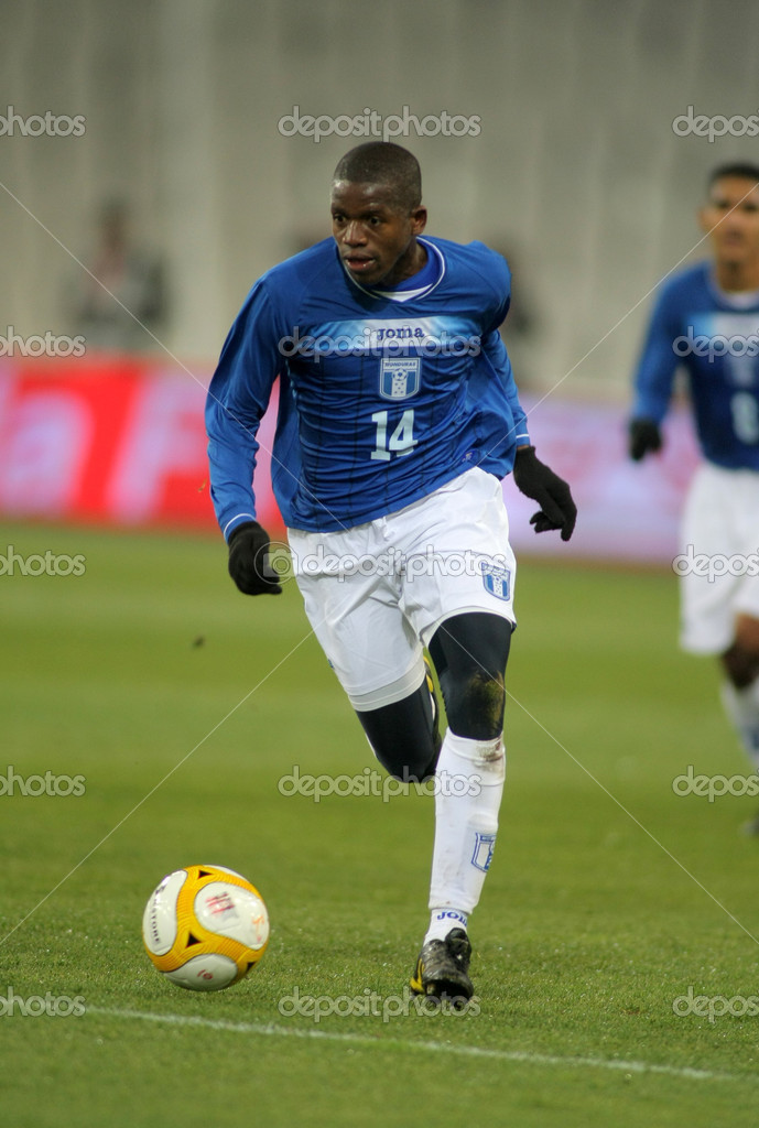 Honduran player Oscar Boniek Garcia in action during the friendly match between Catalonia vs Honduras at Olympic Stadium in Barcelona, Spain. Dec. 28, 2010 — Stock Photo #18564961