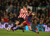 Javi Martinez(L) of Athletic Bilbao fight with Mascherano(R) of Barcelona — Stock Photo